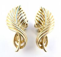 Vintage Gold Leaf Design 1960's Jewelcraft Clip On Earrings